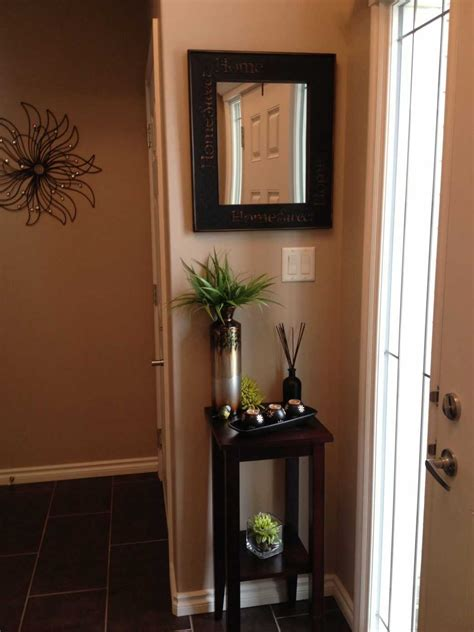 How To Decorate A Very Small Entryway