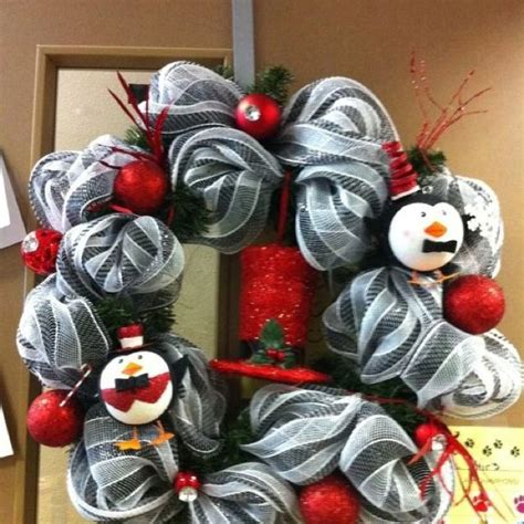 thought    wreath  put penguins