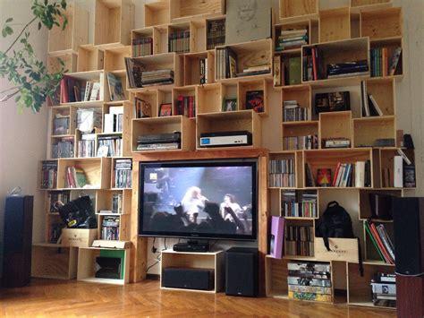 libreria con cassette di legno libreria con cassette di legno da vino idee per la casa