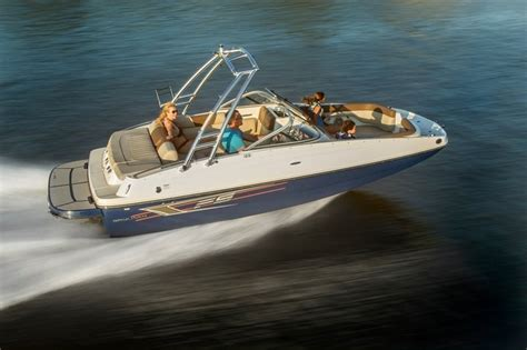 deck boat reviews 2015 bayliner 195 deck boat review top speed