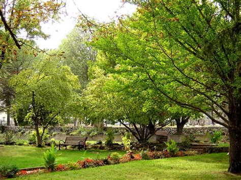Vues alentour Locations de vacances et hébergement pour cure thermale Gréoux les Bains