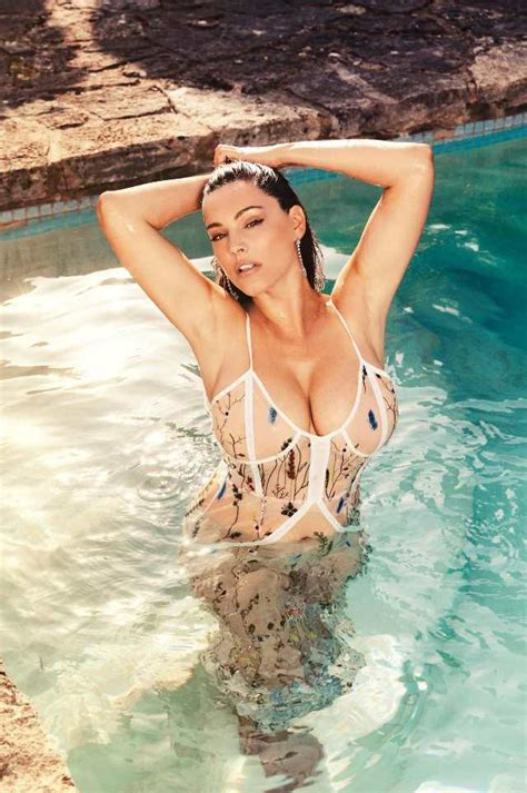 kelly brook official 2017 kelly brook s 2018 calendar snaps kelly brook skinny vs curvy