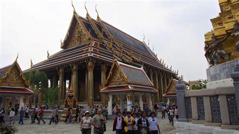grand palace     bangkok tourist
