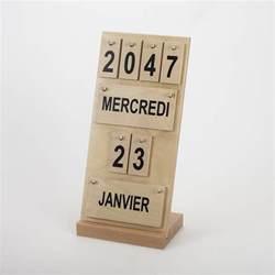 Calendrier Ephemeride Calendrier Perp 233 Tuel En Bois Au Design Sobre Et Actuel