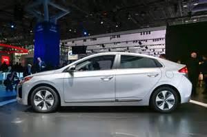 Electric Car Hyundai An In Depth Look At The 2017 Hyundai Ioniq Hybrid In