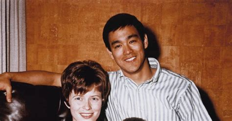 bruce lee linda lee biography bruce lee with his wife linda and his son brandon photos