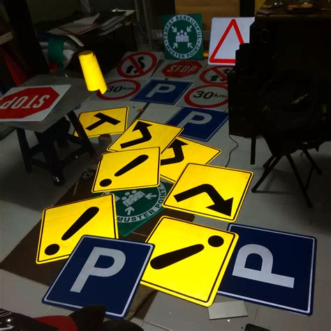 Sign Board Tempelan Kaca Mobil 7 safety sign rambu rambu reklame balikpapan letter timur car branding wrapping sticker