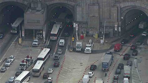 lincoln tunnel traffic report fatal motorcycle crash closes outbound lanes at lincoln