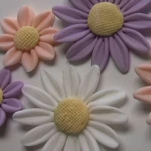 come fare fiori con la pasta di zucchero come fare i fiori con la pasta di zucchero la guida