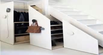bon plan placard et rangement chaussures sous escalier