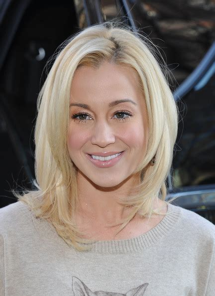 kellie pickler hairstyles latest more pics of kellie pickler medium layered cut 26 of 32