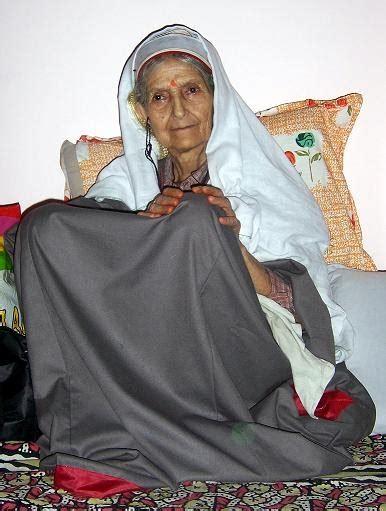 pandit woman  traditional kashmiri dress search kashmir