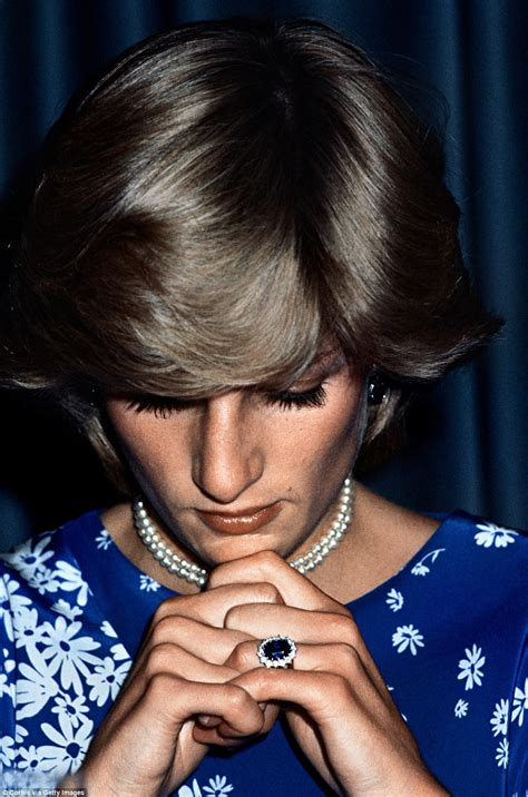 Diana Engagement Ring by A Royal Told In Princess Diana S Gems Daily Mail