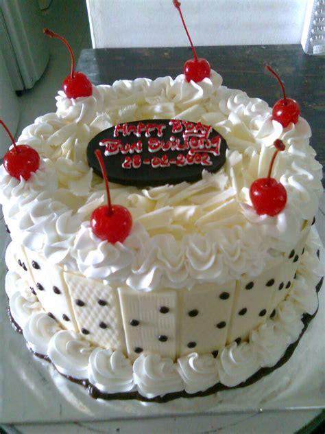 membuat nama di kue ulang tahun aneka kue ulang tahun h 0857 15123746 evie cakes