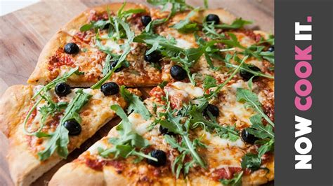 how to make the pizza at home now cook it