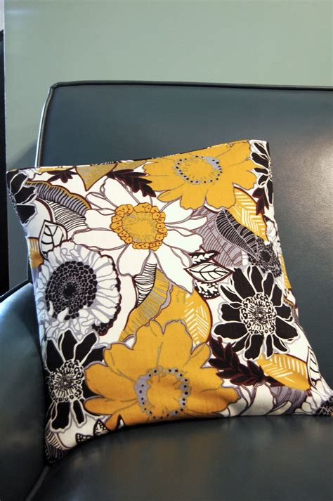 Sewing Pillow Covers by Parsimonia Secondhand With Style A No Sew