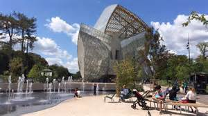 la fondation louis vuitton booste le jardin d