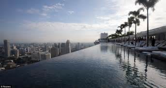 Infinity Rooftop Pool Marina Bay Sands Resort Opens In Singapore Daily Mail