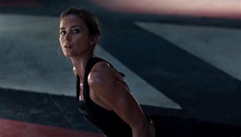 emily blunt wallpaper edge of tomorrow why you should see edge of tomorrow scifi4me com