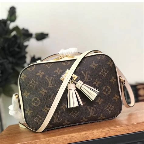 louis vuitton monogram saintonge compact bag  creme