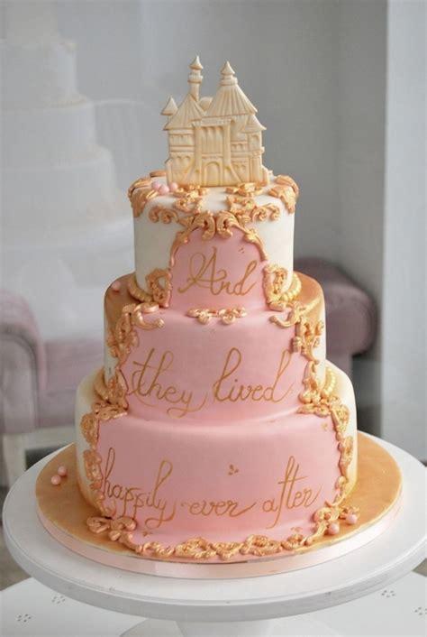 gateau de mariage rose   avec  chateau