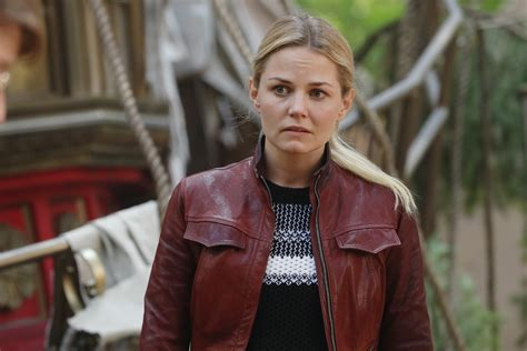 once upon a time 0399555447 our first and only look at emma swan on season 7 of quot once upon a time quot is here