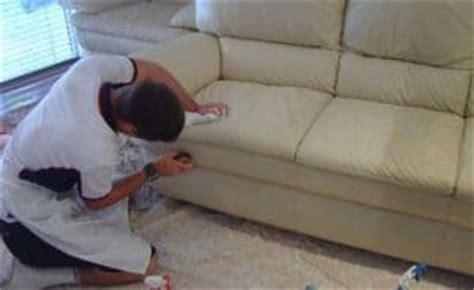 nettoyer un canapé en cuir beige clair nettoyer un canap 233 en cuir et m 234 me le blanc