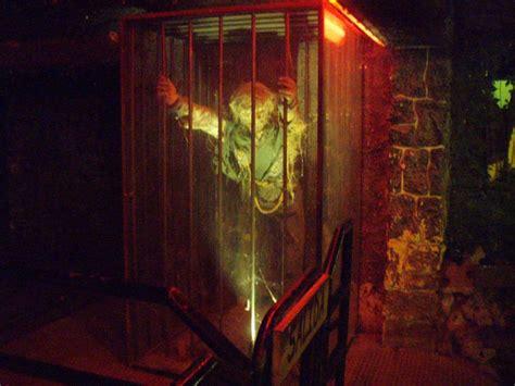 theme park zaragoza parque de atracciones de zaragoza cueva del horror