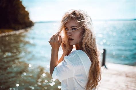 wallpaper blonde beach profile view model ocean bokeh