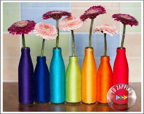 floreros con botellas de plastico floreros reciclados con botellas y lana de colores