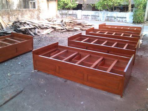 Dipan Kayu Akasia lemari kost meja kursi untuk kost dan tempat tidur untuk