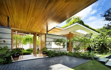 outdoor house plan with interior courtyard and rooftop garden