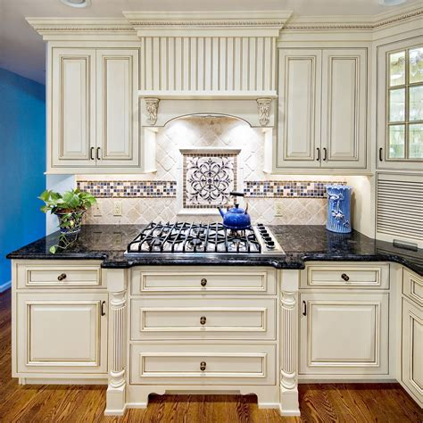 kitchen backsplash ideas with cream cabinets 1000 images about kitchen tile on pinterest
