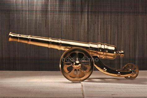 Miniatur Meriam Antik Kuningan 21x5x7 Cm miniatur meriam