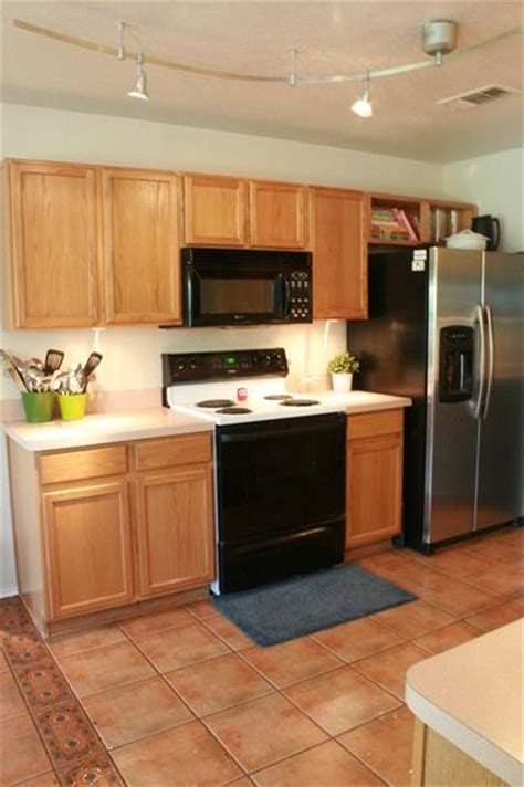 ideas to update kitchen cabinets great ideas to update oak kitchen cabinets oak cabinets