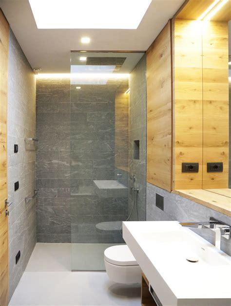 bagni in corian foto bagno con pareti in pietra e sanitari in corian di