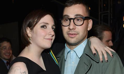 lena dunham married lena dunham wants proposal celebcafe org