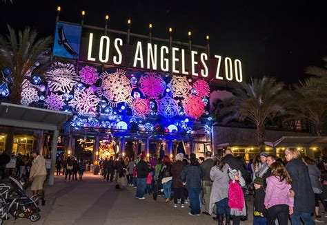 L A Zoo Lights A Dazzling Wonderland Returns Bigger L A Zoo Lights Discount Tickets Spectacular Light Show