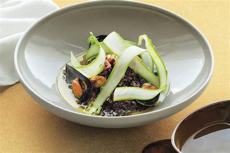 cucinare riso nero riso nero con cozze e asparagi la cucina italiana