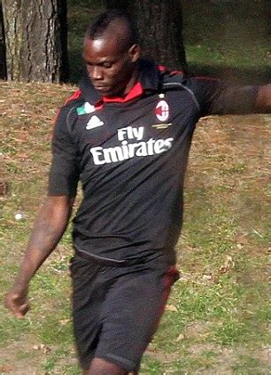 Ready Cape Top Balotelly mario balotelli says manchester city fans are best in daily mail