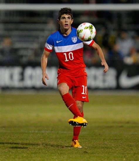 christian pulisic foot christian pulisic rising usa soccer star in germany has