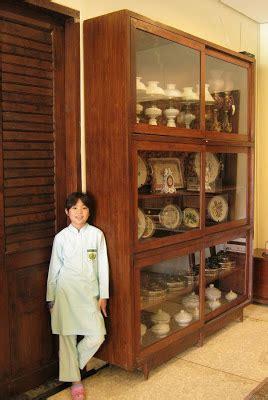 Lemari Ukuran Sedang toko barang antik dijual lemari pajang kuno ukuran