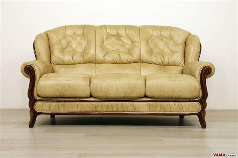 divano tre posti divano in legno e pelle con cornice in stile classico