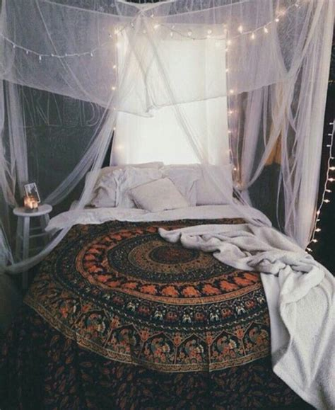 20 charming bedroom decorating ideas in vintage style how to decorate with tapestries decoratingspecial com
