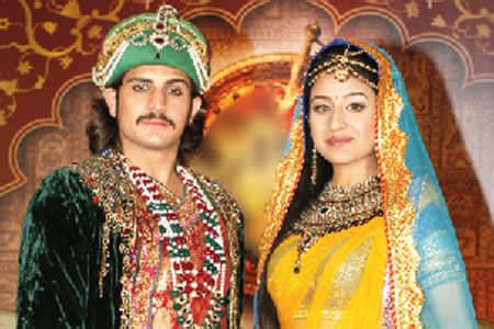 biography in hindi of akbar reel couples who don t talk to each other in real life