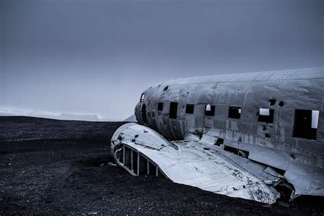 black sand 3 5 the abandoned dc plane on s 243 lheimasandur guide to iceland