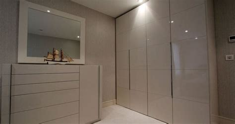 Fitted Wardrobes in London   Bespoke Fitted Furniture