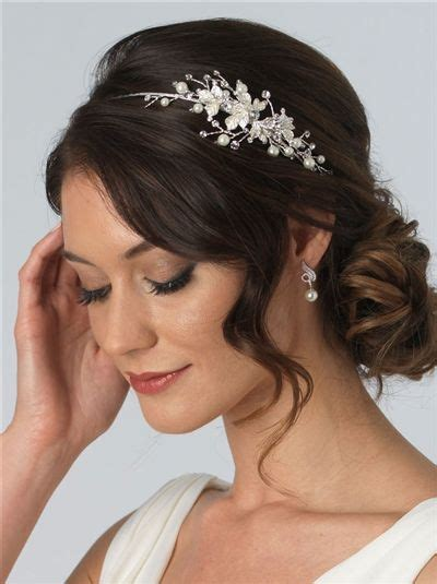 Bridal Hairstyles With Headband by Best 25 Wedding Headband Ideas On