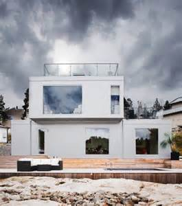 Scandinavian Home Designs All White Scandinavian House Design With Views Digsdigs
