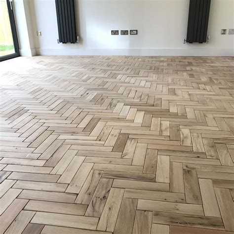 Parquet Solid Oak Wood Flooring in Natural Finish